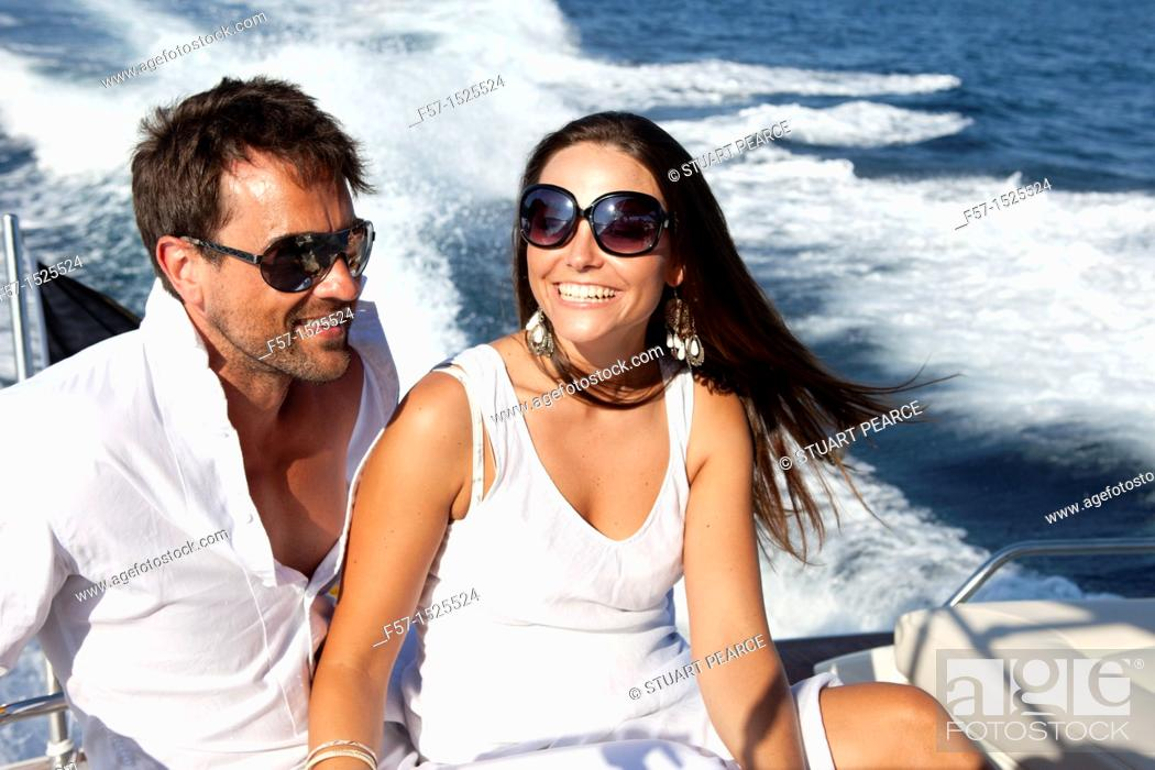 Imagen: Couple in yacht.