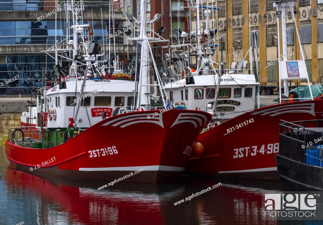 Stock Photo: Spain, Cantabria, fishing harbour of Santoña.
