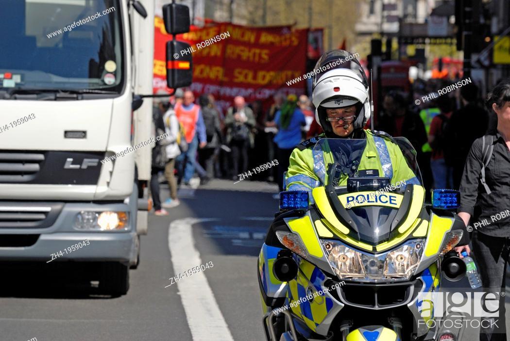 London England Uk Metropolitan Police Officer On Bmw R1200rt