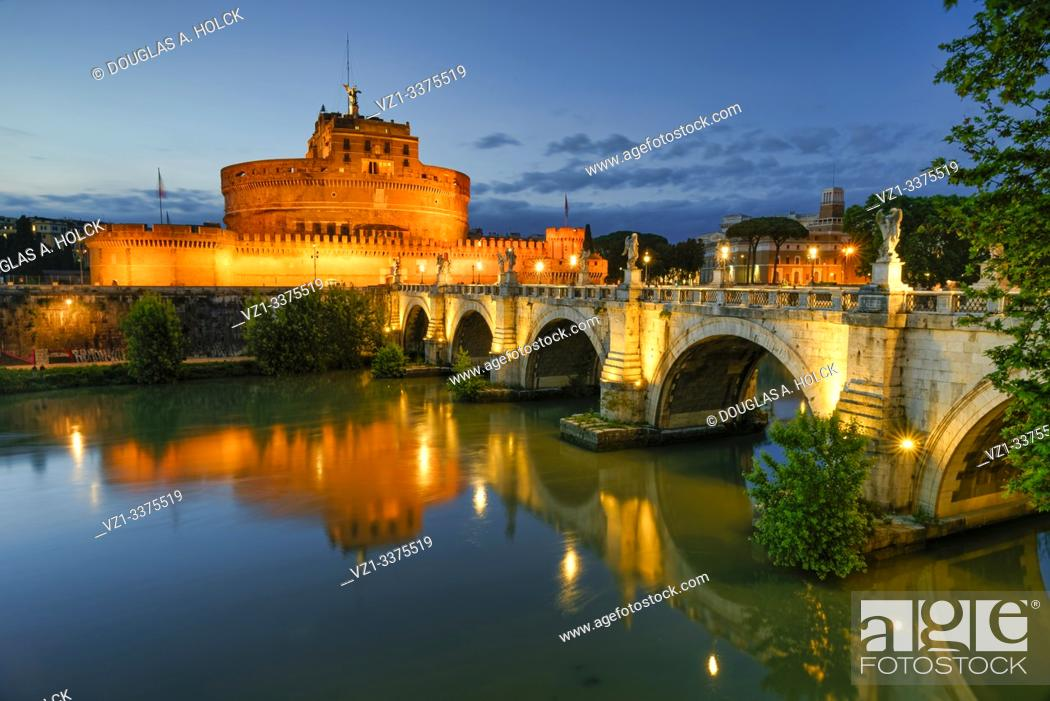 Imagen: Blue Hour on Castel Santâ. . Angelo and Bridge of Angels Rome Italy World Location.