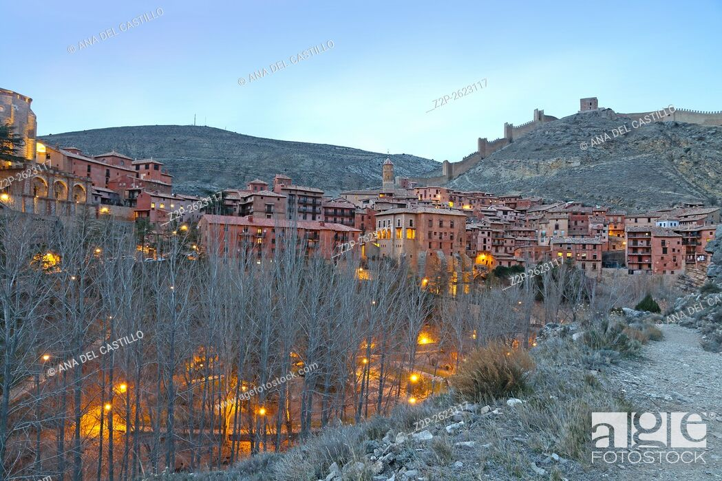 Imagen: Albarracin medieval terracotte village in Teruel, Aragon, Spain. One of the Spain's most beautiful villages. Evening time.