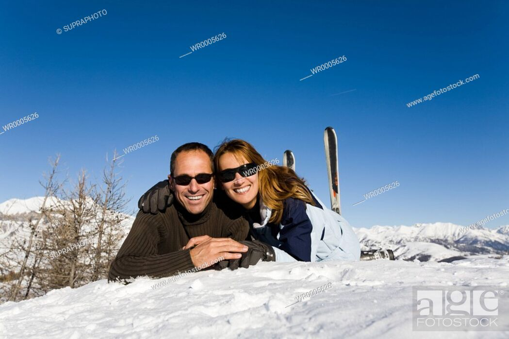 Stock Photo: Couple winter sports.