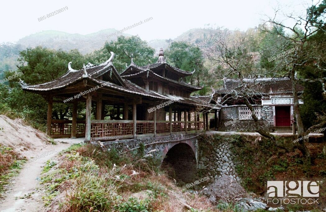 Imagen: Yuwen Bridge Built in Qing Dynasty in Taishun, Taishun County, Zhejiang Province, People's Republic of China.