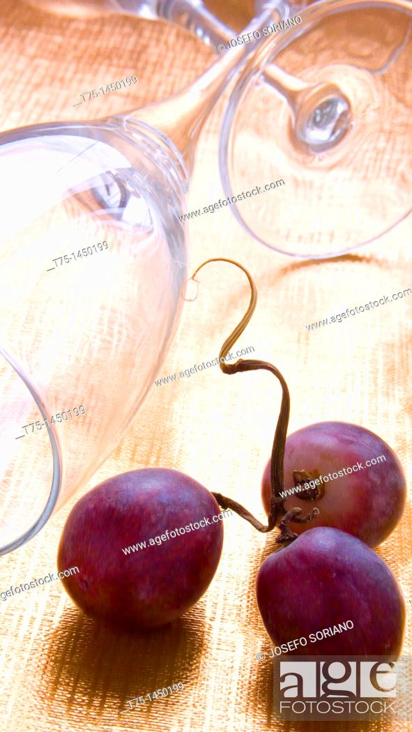 Stock Photo: Red grapes and glasses.