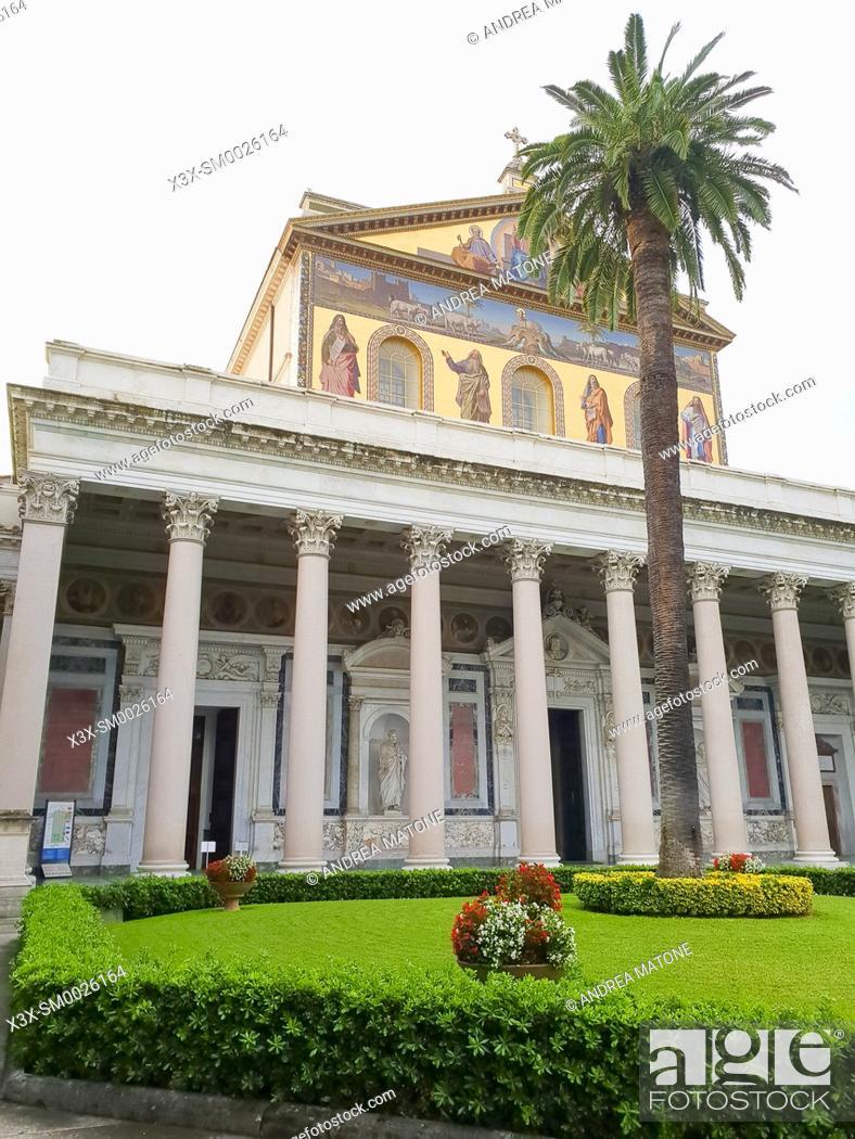 Imagen: Outside view Basilica di San Paolo Fuori le Mura. Rome, Italy.