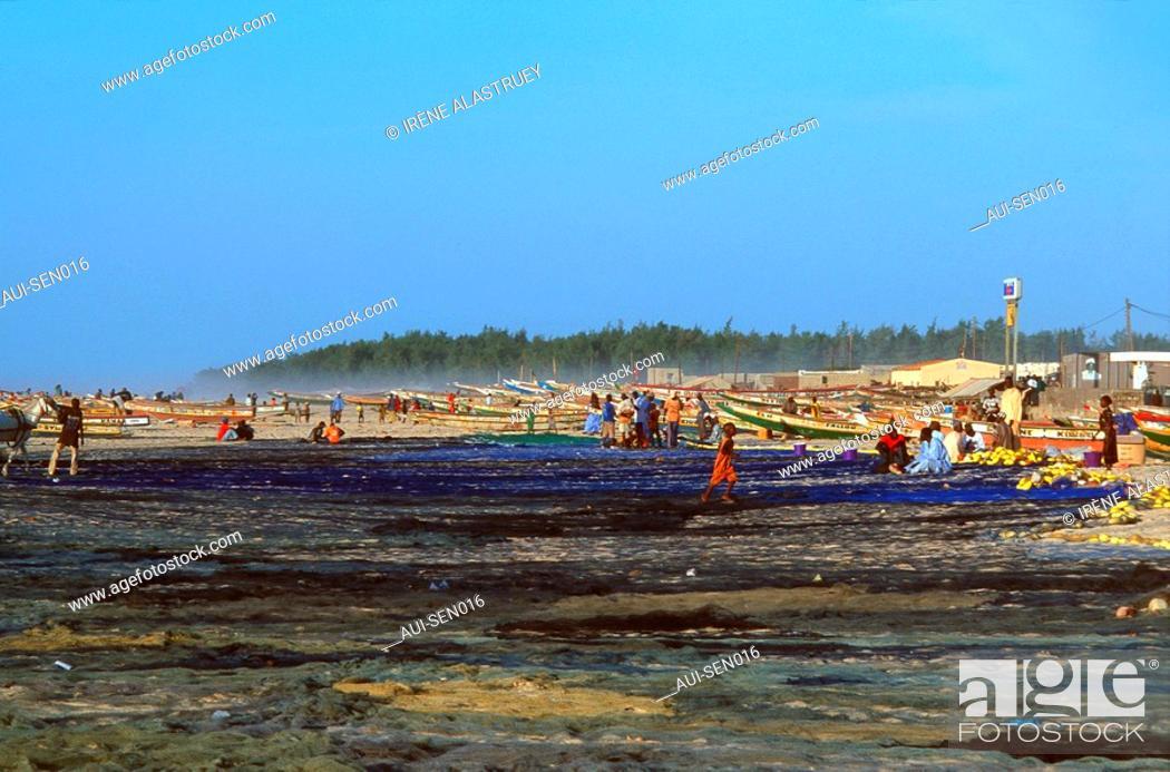 Stock Photo: Senegal - La Presqu'ile du Cap Vert - Kayar - Village de pecheurs.
