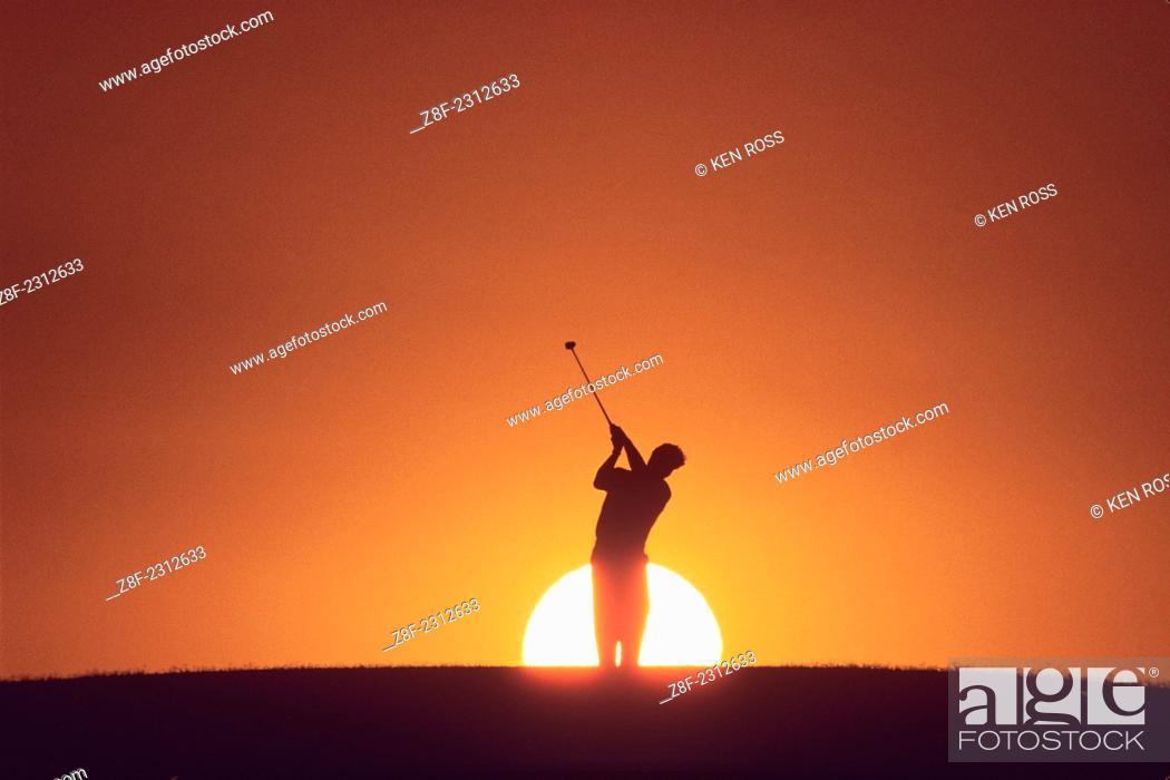 Imagen: Golfer at Sunset.