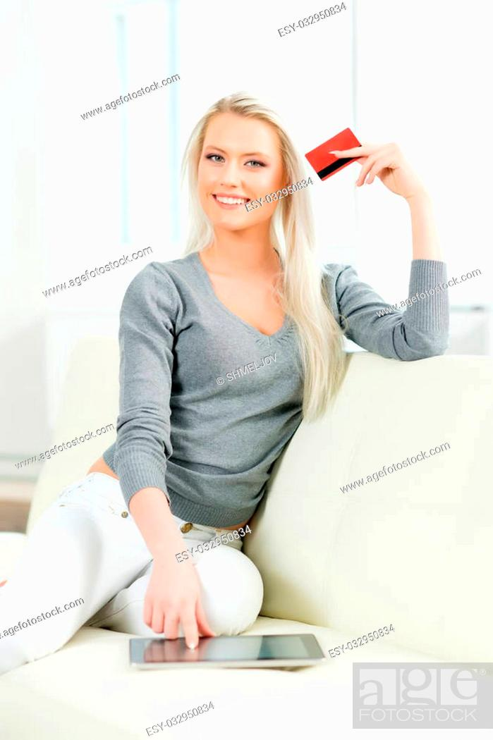 Imagen: Online shopping concept. Beautiful blond girl with a credit card.