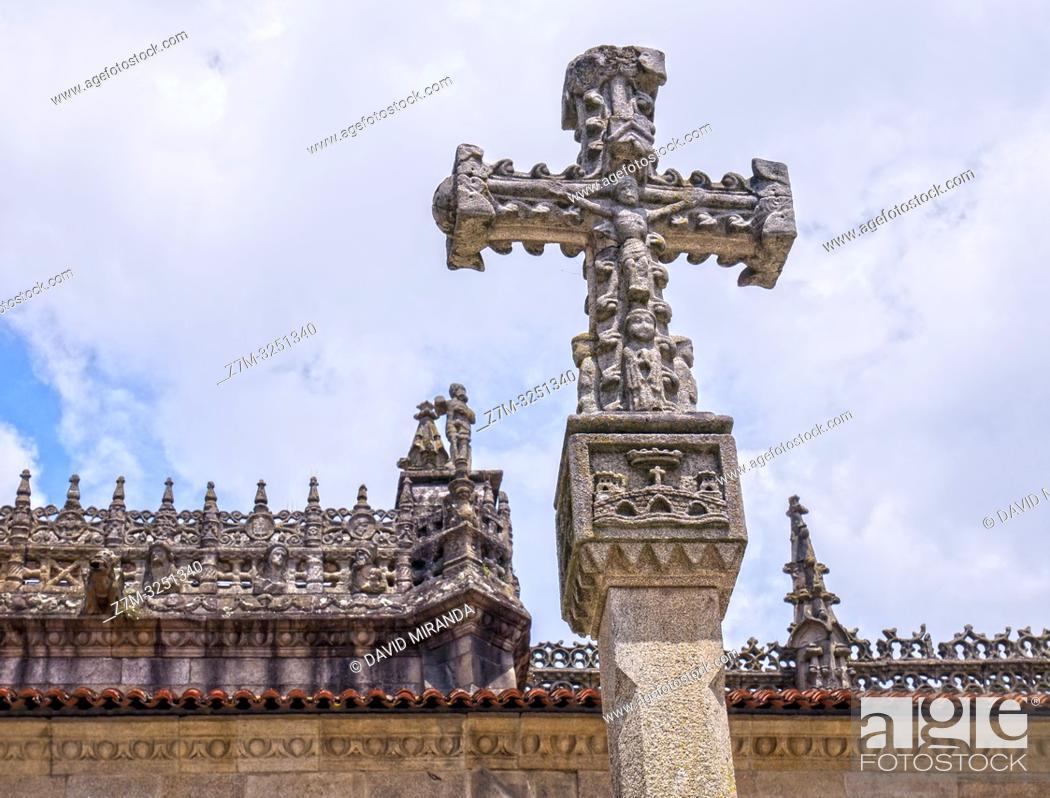 Imagen: Cruceiro junto a la Basílica de Santa María la Mayor. Pontevedra. Galicia. España.