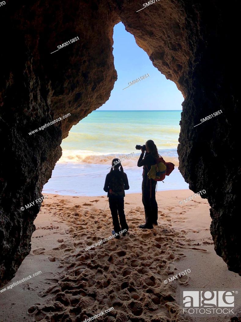 Imagen: Three Brothers beach, Alvor, Lagos, Algarve, Portugal, Europe.