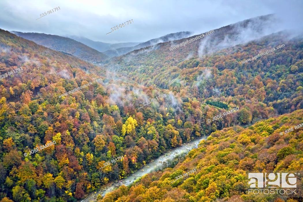 Stock Photo: Rio Irati en el valle de Aezkoa  Navarra  España.