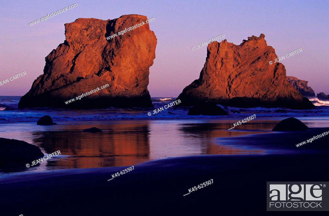 Stock Photo: Sea stacks on the beach at Bandon in early morning light, Southern Oregon coast, USA.