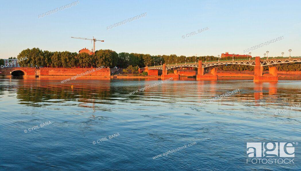Stock Photo: France, Toulouse, Saint Pierre bridge, sunset.