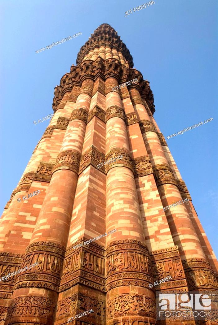 Stock Photo: India, near New Delhi, Qutab Minar.