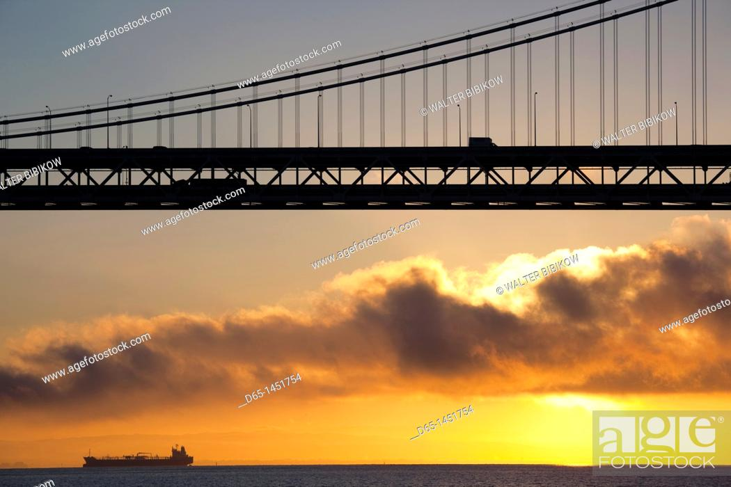 Stock Photo: USA, California, San Francisco, Embarcadero, Bay Bridge, dawn.