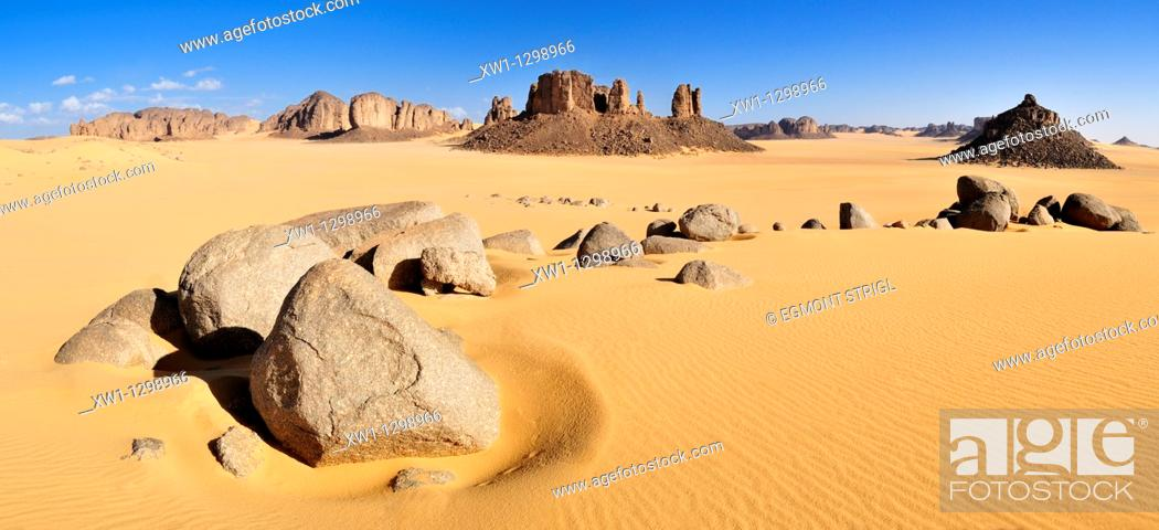 Imagen: Tassili n' Ajjer National Park, Tikobaouine Region near Erg Admer, Wilaya Illizi, Algeria, Sahara, North Africa.