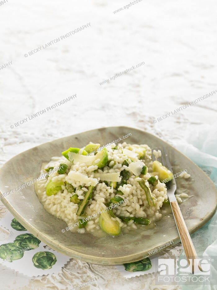 Stock Photo: risotto con col de bruselas y esparragos / risotto with brussels cabbage and asparagus.
