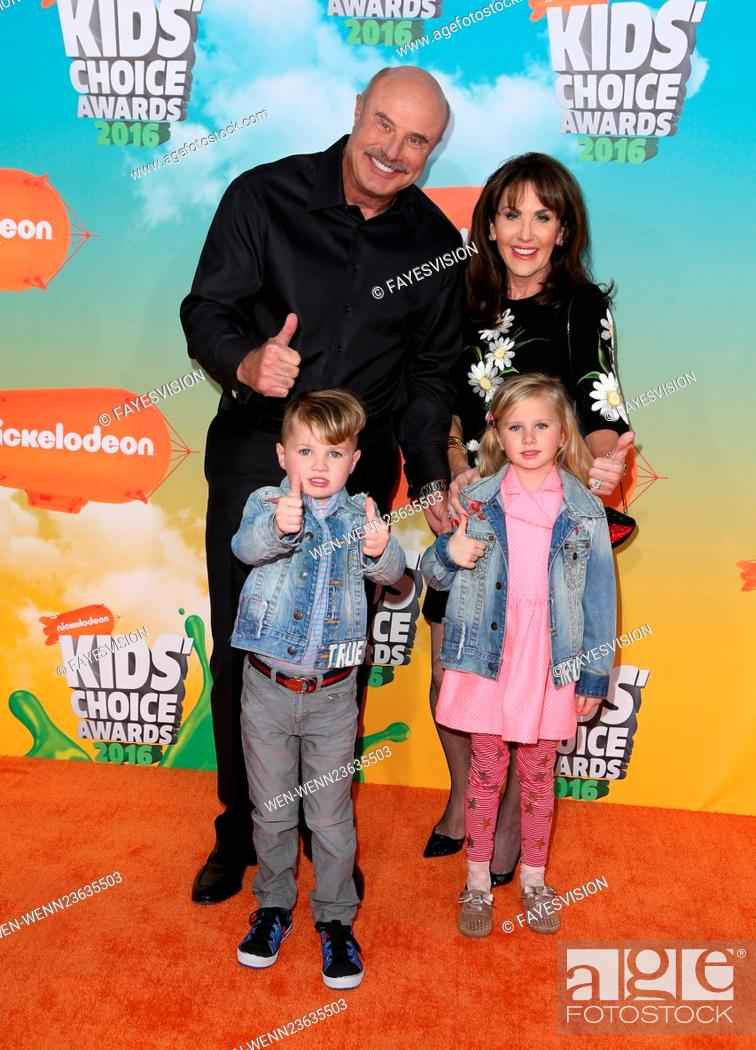 Photo de stock: Nickelodeon Kids' Choice Awards 2016 - Arrivals Featuring: Dr. Phil McGraw, Robin McGraw, Avery, London Where: Inglewood, California.