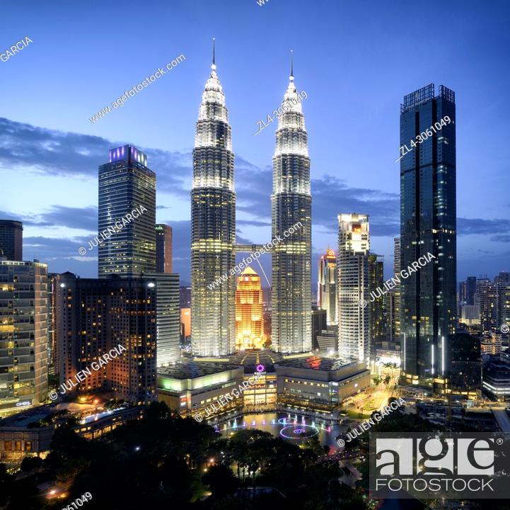Stock Photo: Malaysia, Selangor State, Kuala Lumpur, KLCC (Kuala Lumpur City Center), the Petronas Towers by architect Cesar Pelli.