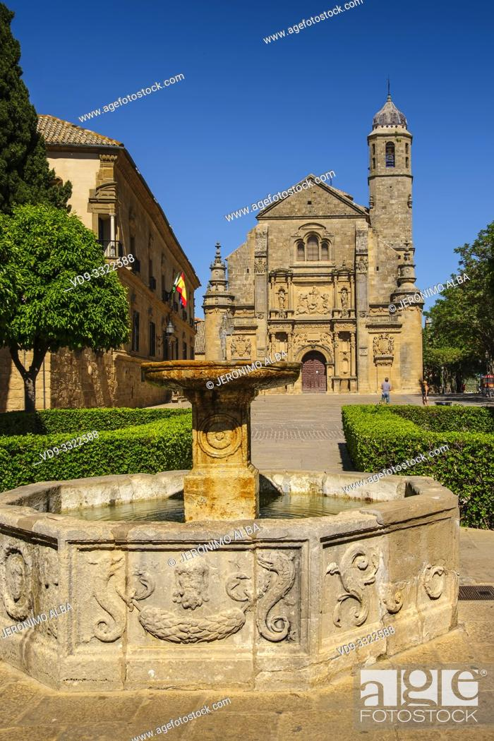 Imagen: Salvador Church and Parador Nacional del Condestable Dávalos in Plaza de Vázquez Molina. Ubeda, Jaén province. southern Andalusia. Spain Europe.