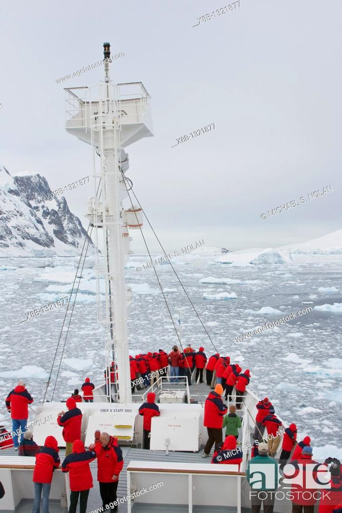 Stock Photo: Views of the scenic Lemaire Channel on the west side of the Antarctic peninsula in Antarctica.