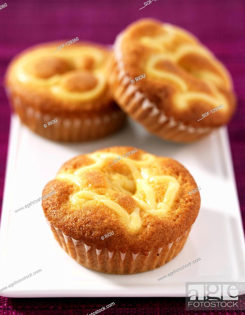 Stock Photo: Cream tartlets à la catalane.
