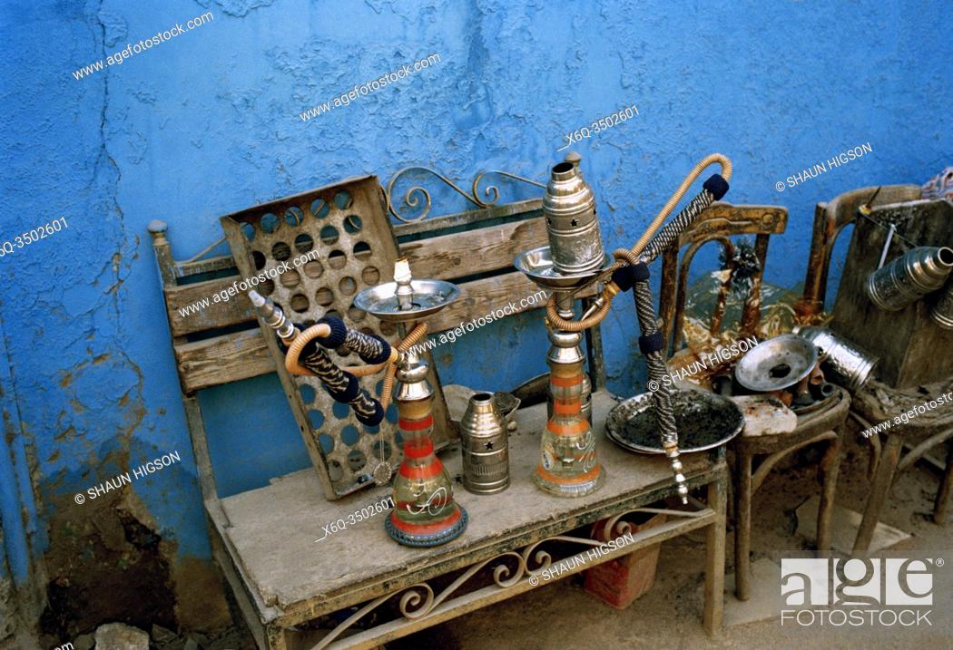 Imagen: Shisha hookah pipes in a cafe in Islamic Cairo in the city of Cairo in Egypt in North Africa.
