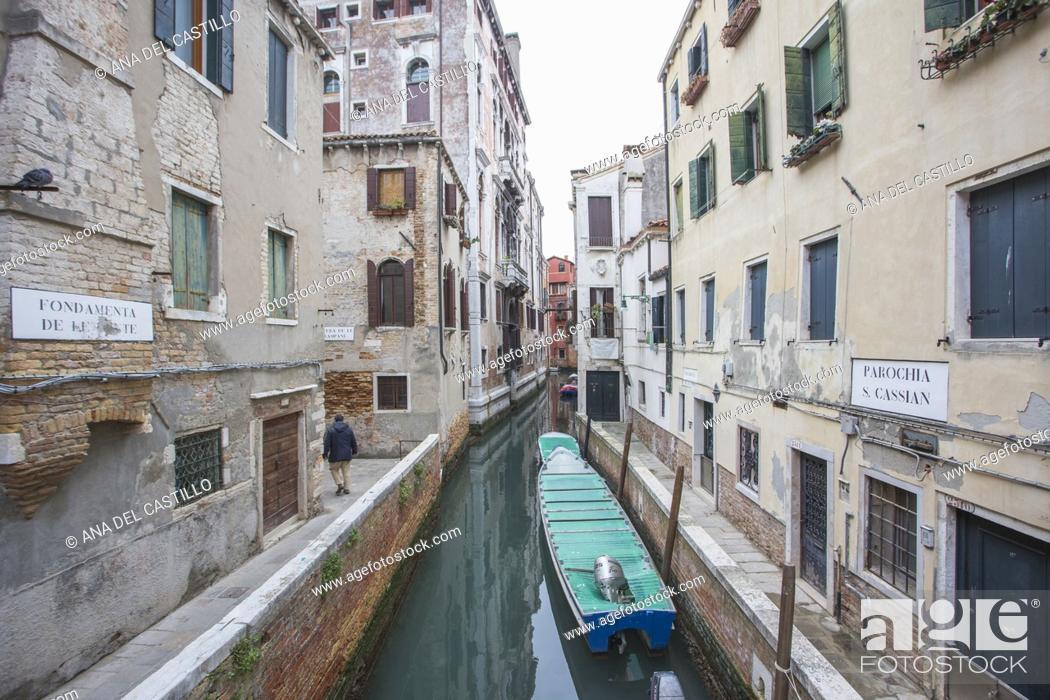 Imagen: Venice, Veneto, Italy : Cityscape at a winter morning. Dorsoduro quarter.