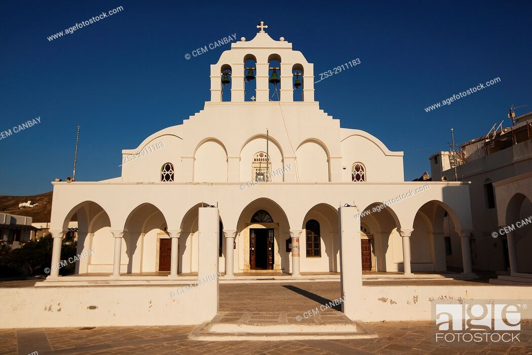 Imagen: Orthodox Church in the old town Chora at the afternoon light, Naxos, Cyclades Islands, Greek Islands, Greece, Europe.