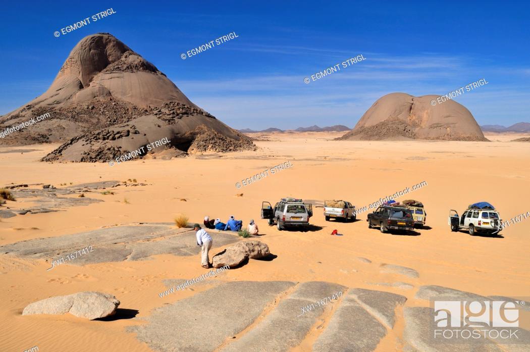 Stock Photo: tourists and huge granite mountains at Tehenadou, Immidir, Algeria, Sahara, North Africa.