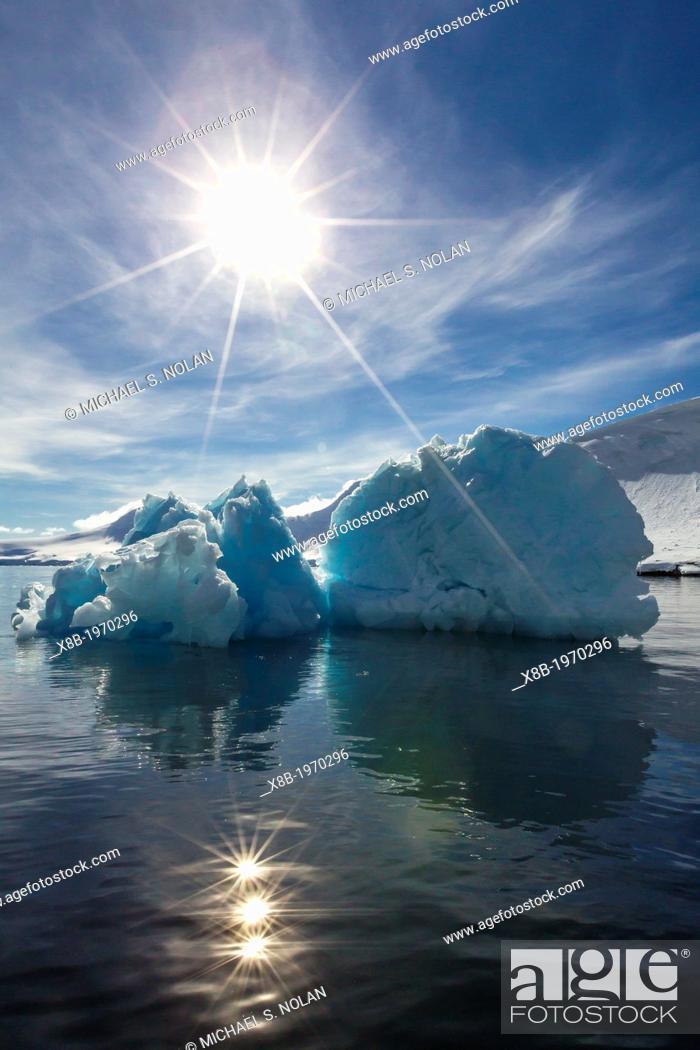 Imagen: Iceberg in Port Lockroy, western side of the Antarctic Peninsula, Southern Ocean.