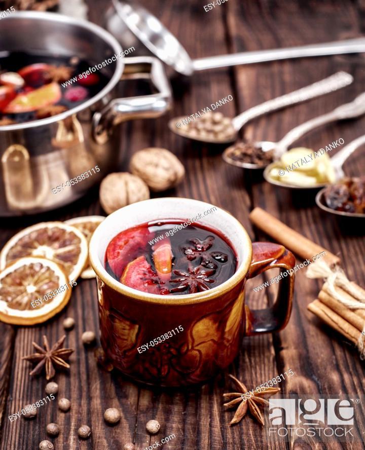 Photo de stock: drink mulled wine in brown ceramic mug, top view.