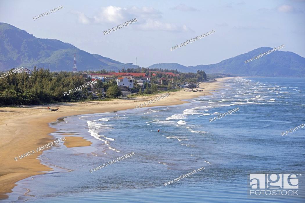 Imagen: Lang Cô / Lang Co beach along National Road 1 near Hai Van Pass, Phu Loc District, Th?a Thiên-Hu? Province, central Vietnam.