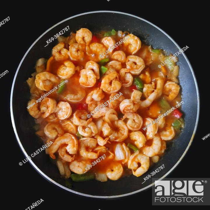 Imagen: Fried Shrimps in Tomato Sauce (with onions, garlic; green and red peppers, salt and black pepper).