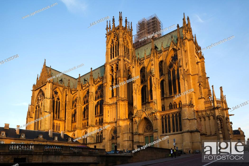 Stock Photo: France, Moselle, Lorraine Region, Metz, Cathedrale St-Etienne, late afternoon.