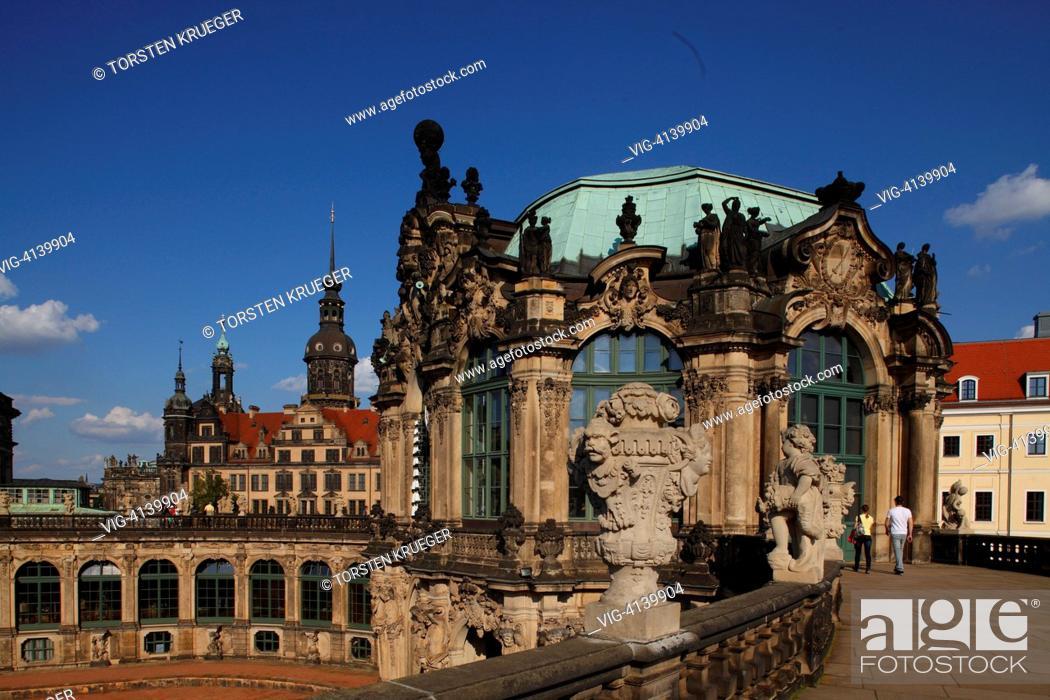 Stock Photo: Dresden : Zwinger mit Residenzschloss.