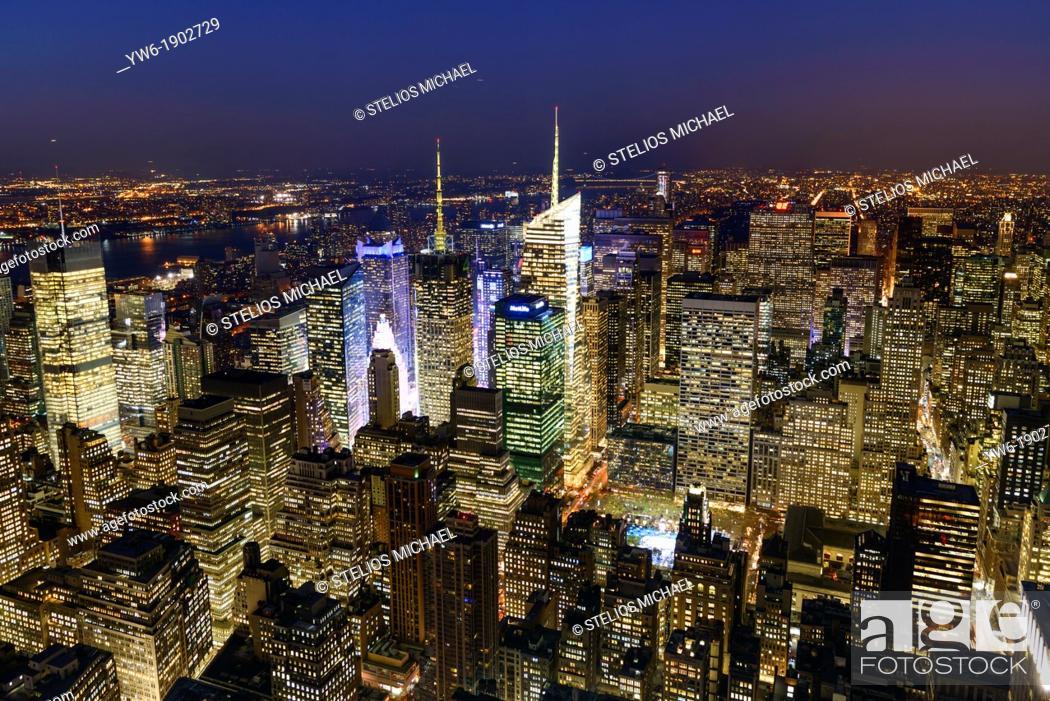 Stock Photo: New York City Skyline at night, Midtown Manhattan, New York, USA.