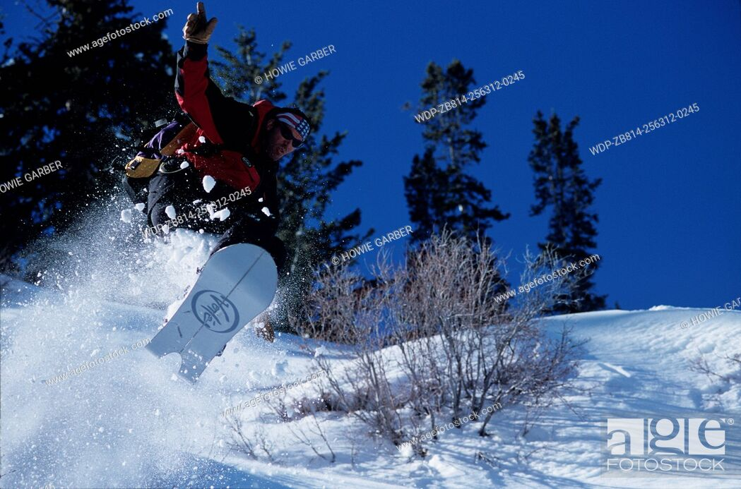 Imagen: Brett Kobernick snowboarder gets big air on his Voile Split Decision. Wasatch Cache National Forest, Utah.