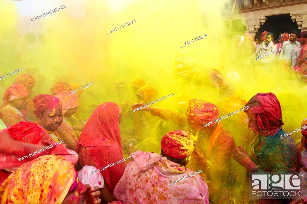 Stock Photo: India, Uttar Pradesh, Holi festival, color and spring festival, celebrate the love between Krishna and Radha.
