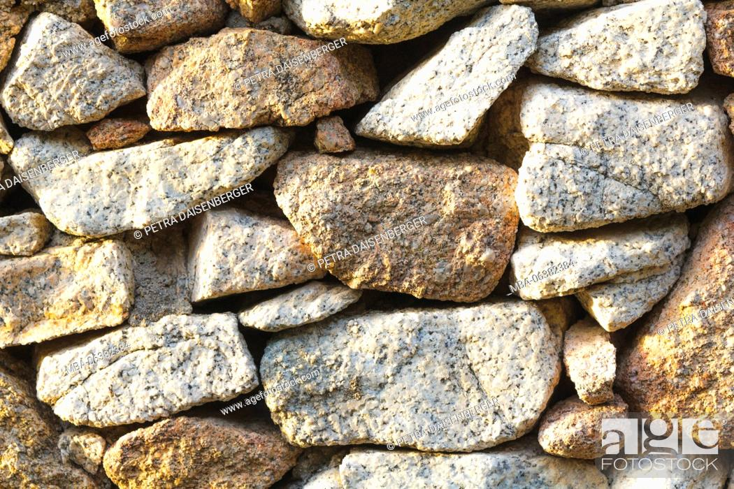 Imagen: Background with conception - a stone wall in the warm sunlight,.
