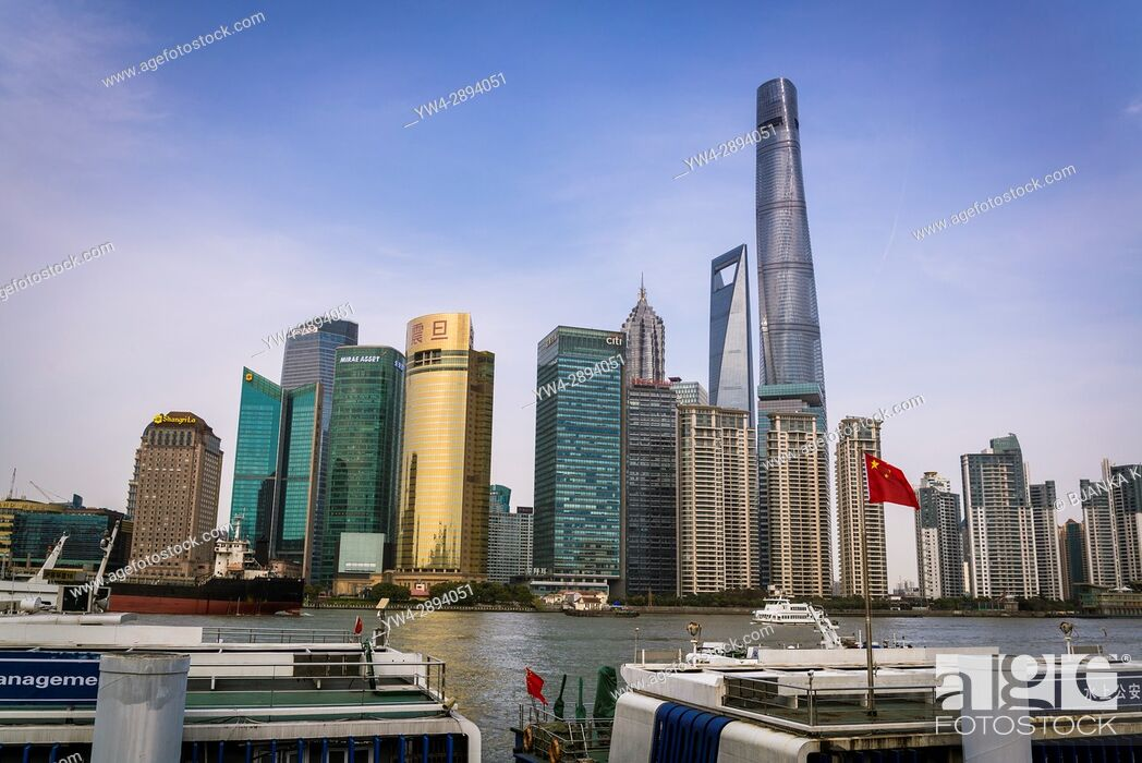 Photo de stock: Pudong financial district skyline, including Shanghai Tower and Shanghai Work Financial Centre, Shanghai, China.