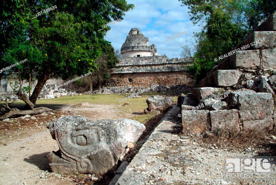 Stock Photo: 'El Caracol' (the Snail) observatory, Mayan ruins of Chichen Itza. Yucatan, Mexico.