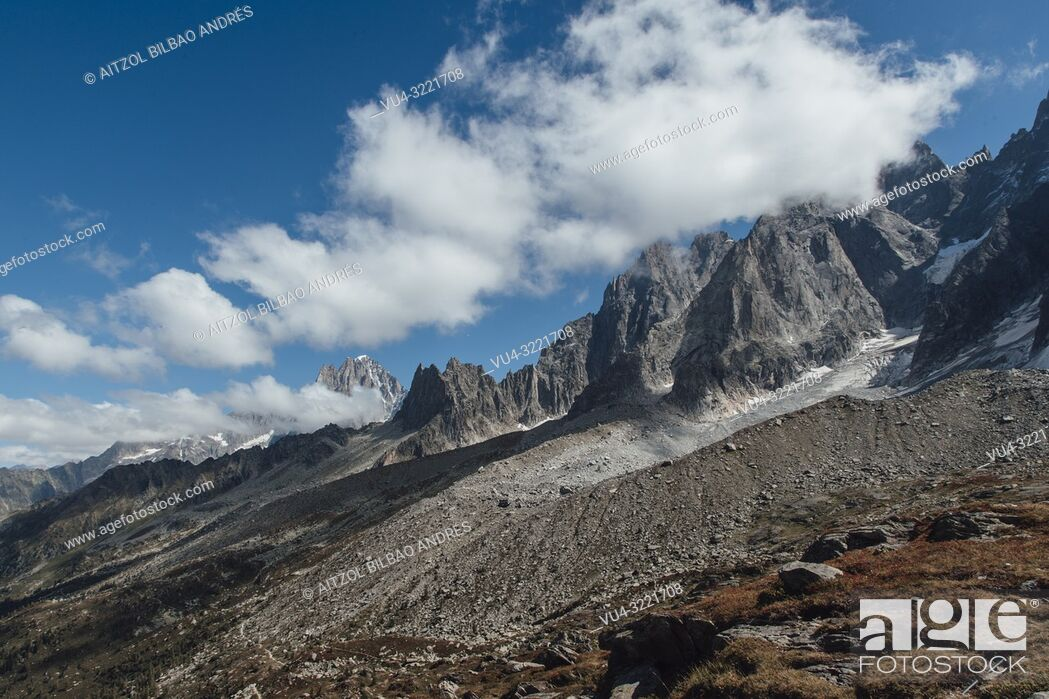Stock Photo: Mont Blanc massif, chamonix valley, french alps. the mountains here are up to 4000m.
