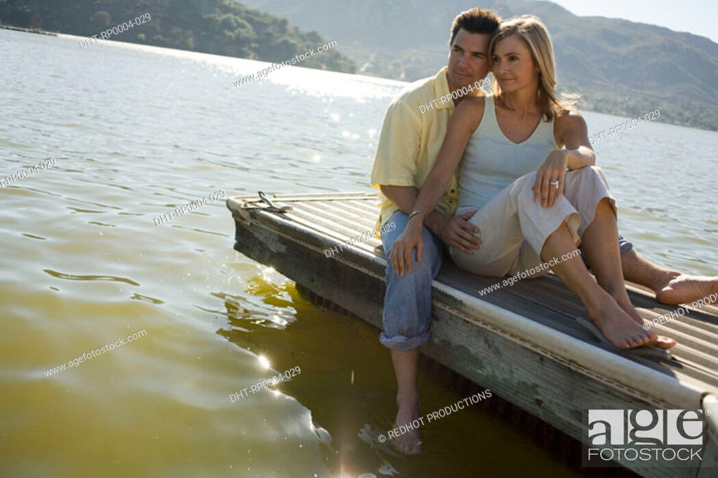 Imagen: Young couple by lake.
