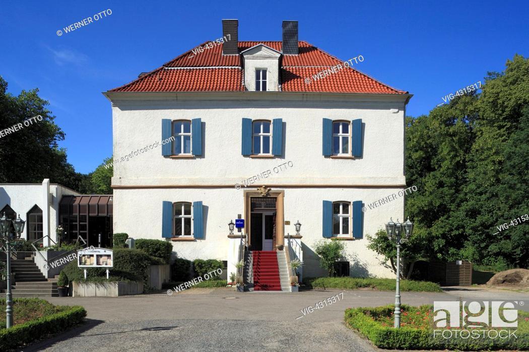 Stock Photo: D-Castrop-Rauxel, Ruhr area, North Rhine-Westphalia, Castle Goldschmieding, manor house, perron, red carpet, lantern, castle gardens, hotel, restaurant.
