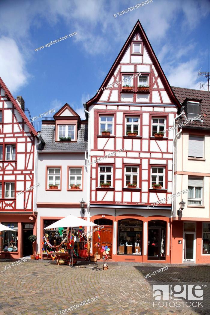 Stock Photo: Mainz : Kirschgarten mit historischen Haeusern.