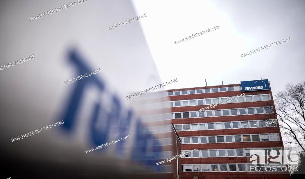 Imagen: 26 January 2021, North Rhine-Westphalia, Essen: The logo of TÌV-Nord can be seen in front of the headquarters in Essen. The certification and testing process of.
