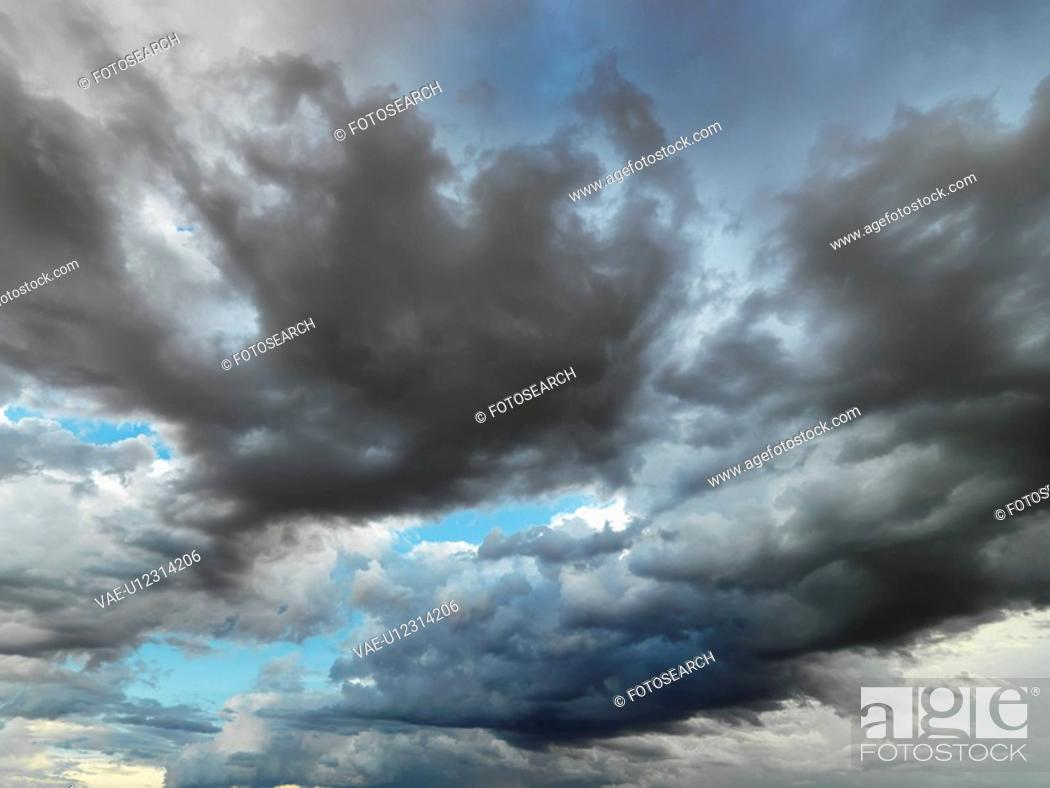 Stock Photo: Cloud formations in sky.