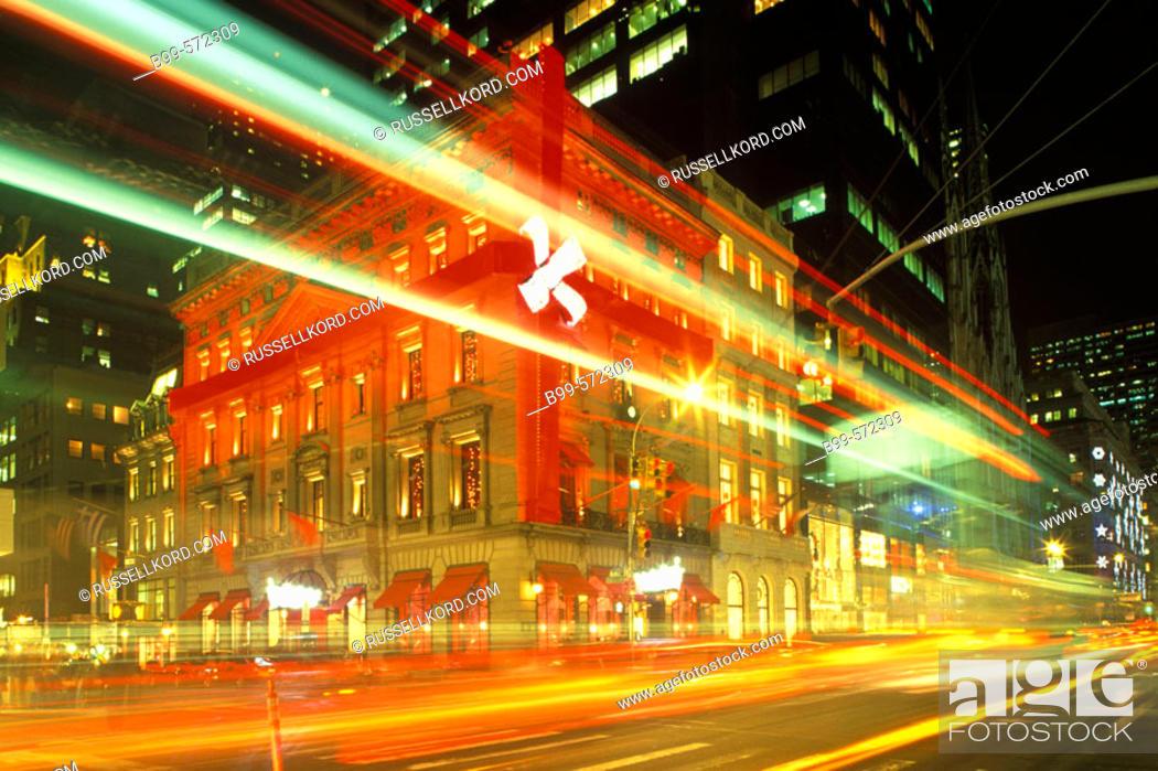Stock Photo: Christmas, Cartier, Fifth Avenue, Manhattan, New York, USA.