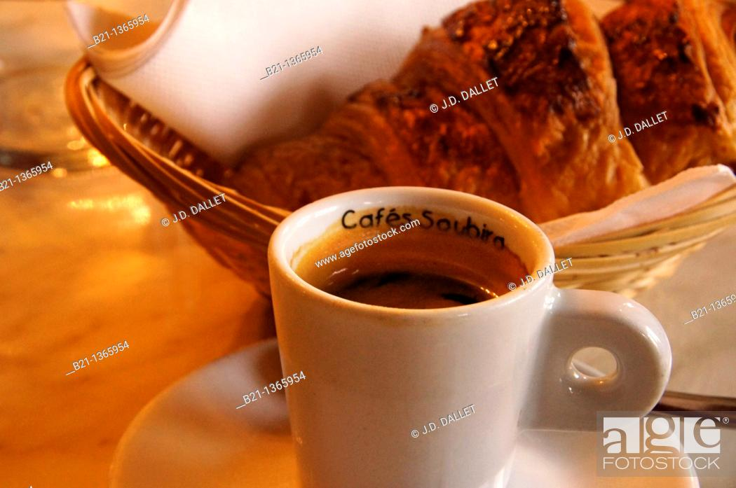 Stock Photo: France, Aquitaine, Gironde, Food: 'Café Noir'.